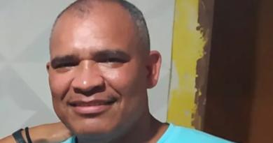 A REPRESSÃO DO ESTADO DO CAPITAL MATA MAIS UM TRABALHADOR EXIGIMOS JUSTIÇA PARA O COMPANHEIRO ADEMIR, TRABALHADOR NOS CORREIOS DE SÃO PAULO, NEGRO TRABALHADOR ASSASSINADO PELA POLÍCIA DO ESTADO DE SP